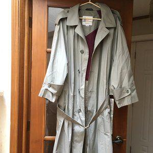 London Fog Size 44 R Men's Trench Coat